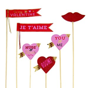 Decorative Flags ~ Hugs & Kisses